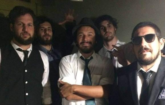 Pasajeros de Malaysia Airlines: punks enamorados de Jamaica