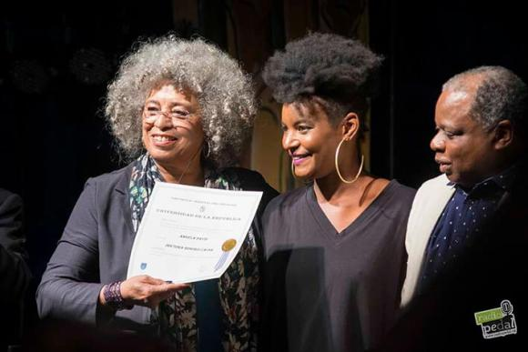 La Doctora Honoris Causa de la universidad de la calle: Angela Davis