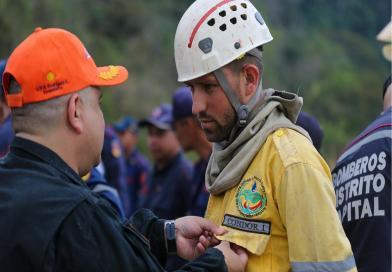 Condecorados  Grupos Voluntarios que participaron en la extinción del incendio en Macarao.