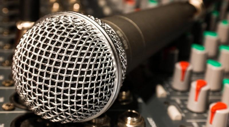 Microphone Shure SM58 sur une console de mixage