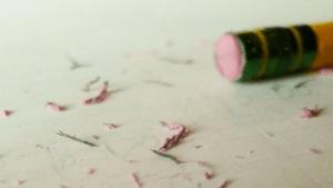 Gomme à effacer au bout d'un crayon
