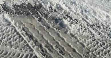 Empreinte de pneus dans la neige