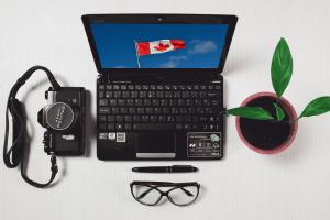 Ordinateur portable avec un drapeau du Canada