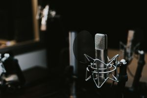 Des voix synthétisées pour enregistrer les publicités