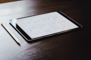Un calendrier sur une tablette tactile
