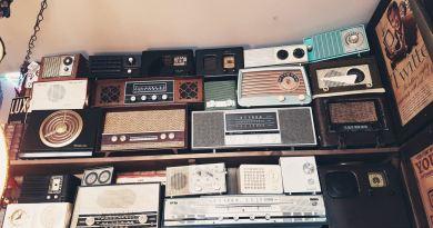 Collection de postes récepteurs de radio