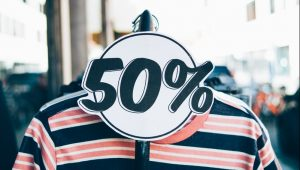Un chandail soldé à 50% de rabais