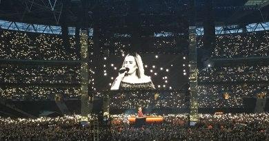 Adele en concert au Stade de Wembley à Londres lors de sa tournée mondiale, juin 2017.
