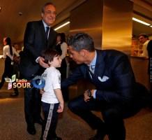 النجم البرتغالي كريستيانو رونالدو والطفل اللبناني حيدر مصطى