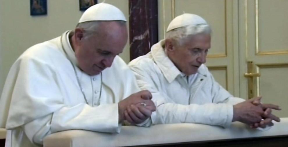 I-due-papi-incontro-Francesco-Benedetto-papa-Bergoglio-papa-Ratzinger-01