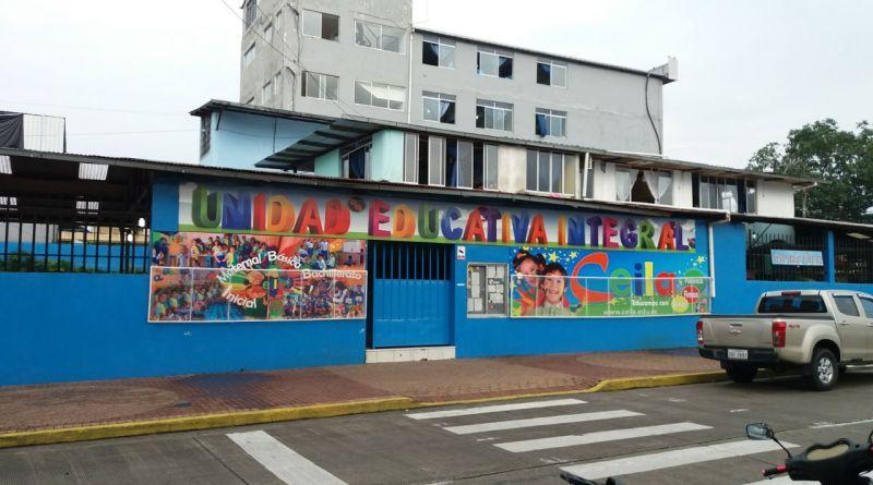 Madres y padres de familia del CEILA de Lago Agrio, denuncian ante las autoridades del Distrito de Educación de posible intoxicación de sus hijos.