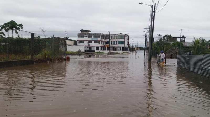 Las constantes lluvias de estos últimos días en la Amazonía causaron el desbordamiento estero Orienco y taponamiento de algunas alcantarillas, la misma que causo algunos inconvenientes.
