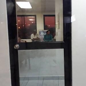 El desalojo se ejecuta al medio día del el lunes 9 de abril, siendo detenidas a 9 personas