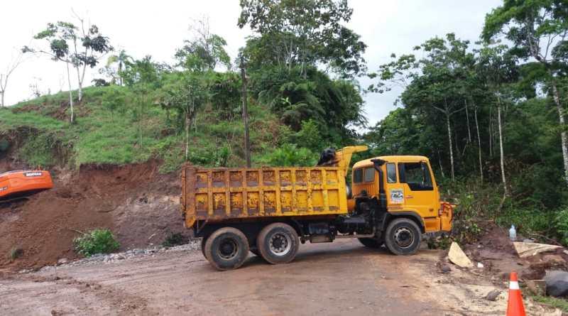 Habitantes de las comunidades Dashino y Panduyaku, pertenecientes al cantón Gonzalo Pizarro, exigen el asfaltado de los 9 kilómetros de vía