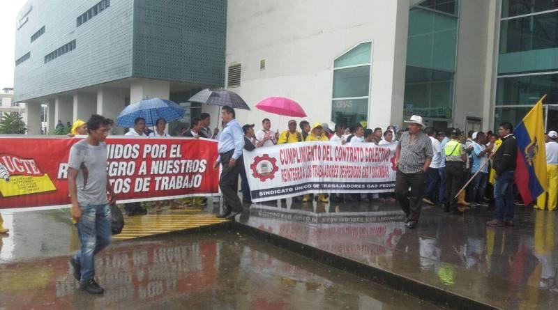 Los trabajadores despedidos del Gobierno Provincial de Sucumbíos, le ganaron el juicio al prefecto Guido Vargas, a quién lo demandaron por haberlos despedido de manera intempestiva, luego de otorgarles nombramiento definitivo