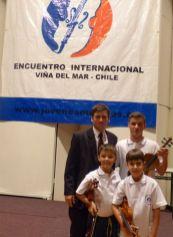 Professor e alunos do Instituto Mathilde Bayer de Tijucas-SC que participaram do Encontro internacional de Jovens músicos no Chile