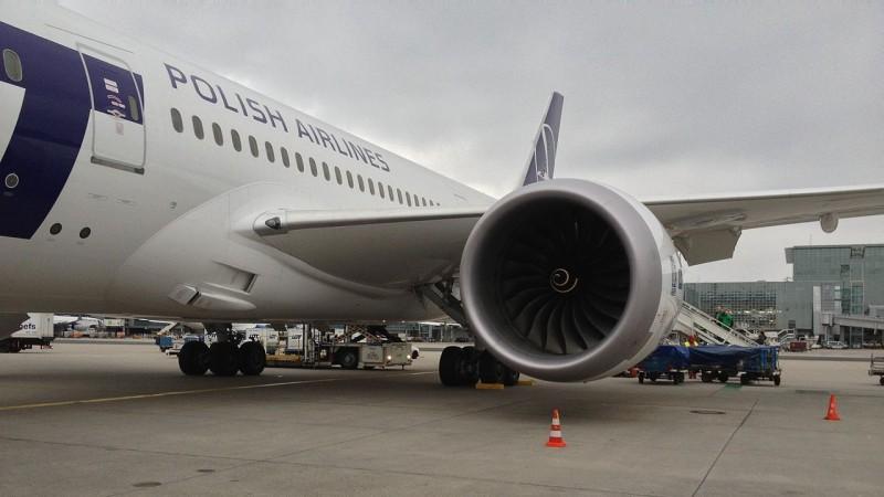 Boeing 787 Dreamliner - uszkodzona część skrzydła zostanie wymieniona, ale na razie nie wiadomo: w Kanadzie, czy w Warszawie.Fot. www.wikipedia.org / Drozdp