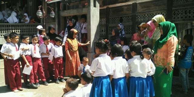 Ribuan Pelajar Padati Kawasan Saribu Rumah Gadang