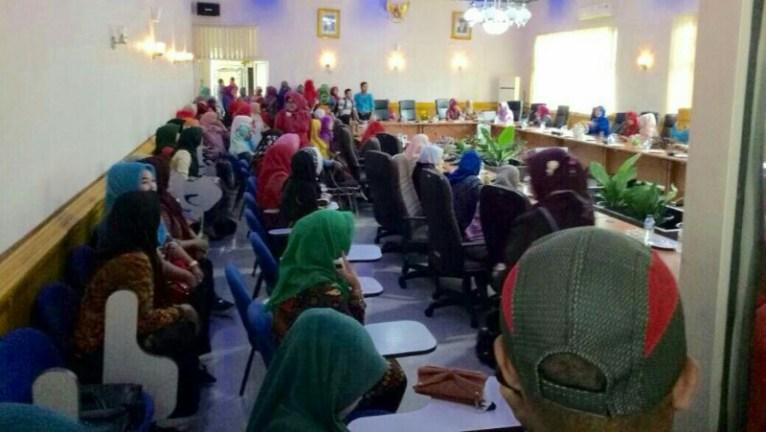 Ke DPRD, Ratusan Pegawai K2 Solsel Tuntut Pengangkatan CPNS