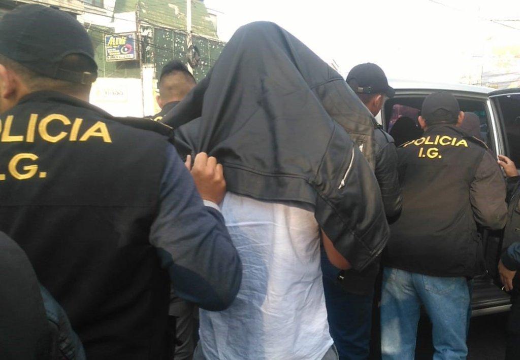 6 agentes de la PNC capturados por hurto de vehículo lujoso