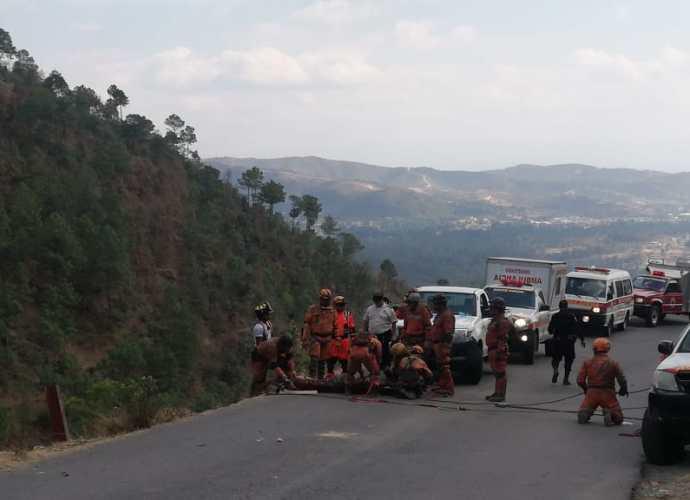 Vehículo cayó al fondo de un barranco en Chiantla, Huhuetenango
