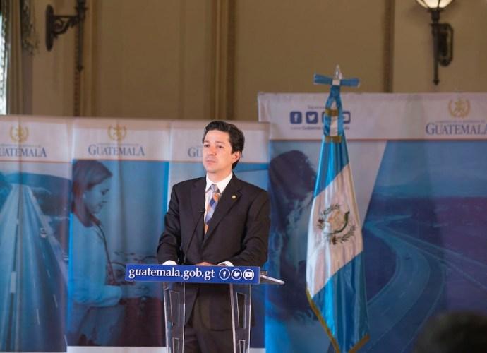 ministro de Finanzas Públicas Víctor Martínez