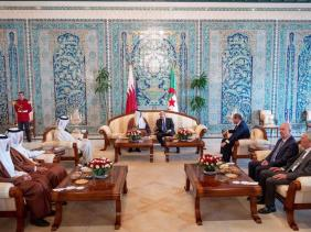 """صورة الرئيس تبون : """"توافق تام"""" بين الجزائر وقطر حول كل القضايا الإقليمية والدولية"""