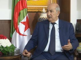 صورة رئيس الجمهورية عبد المجيد تبون يتحادث مع نظيريه المصري و الجنوب إفريقي