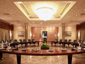 صورة عبد العزيز جراد يترأس اجتماعا للحكومة