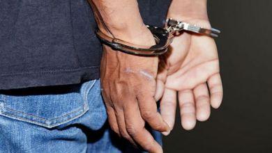 صورة توقيف شخص متلبسا ببيع سلاح ناري في تيارت