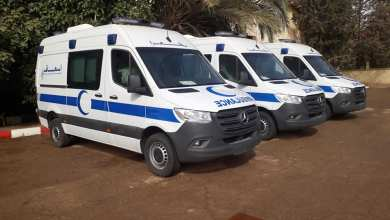 صورة توزيع 8 سيارات إسعاف و 30 حافلة للنقل المدرسي