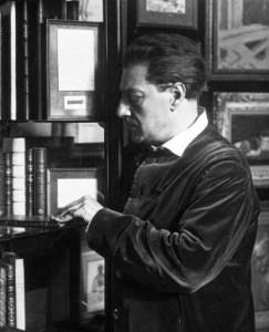 «Sacha Guitry 1931 (1)» par Agence de presse Meurisse — Bibliothèque nationale de France. Sous licence Domaine public via Wikimedia Commons - https://commons.wikimedia.org/wiki/File:Sacha_Guitry_1931_(1).jpg#/media/File:Sacha_Guitry_1931_(1).jpg
