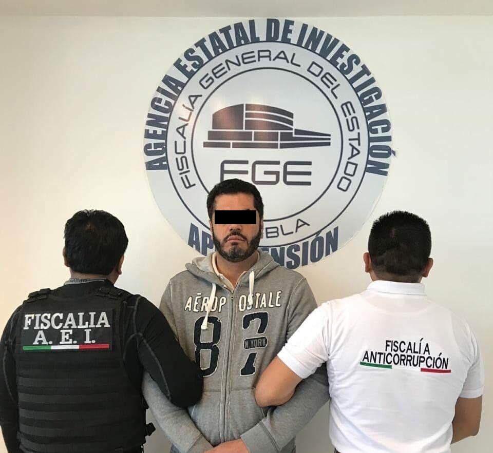 DETIENEN A FELIPE PATJANE, EX ALCALDE DE TEHUACÁN, EN EL AICM