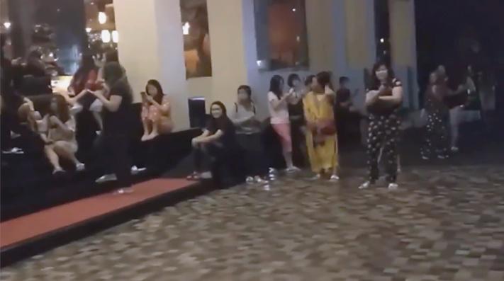 INDONESIA EN ALERTA DE TSUNAMI TRAS SISMO DE 7.4