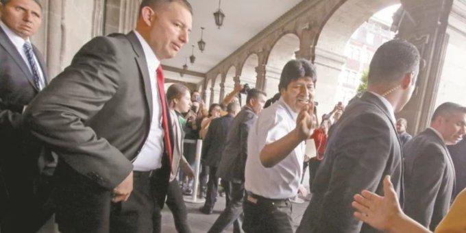 ESCOLTAS DE PEÑA NIETO Y CALDERÓN CUIDAN A EVO MORALES