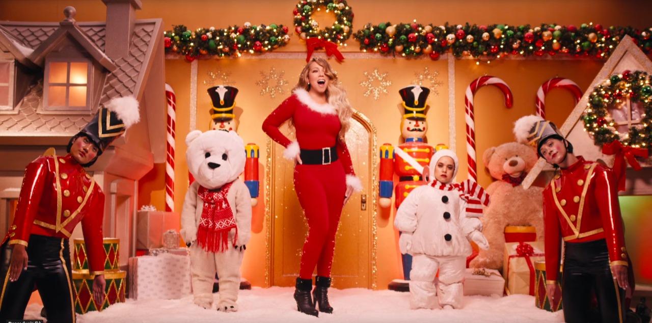 """LUEGO DE 25 AÑOS, MARIAH CAREY LANZA VIDEO MUSICAL DE """"ALL I WANT FOR CHRISTMAS IS YOU"""""""