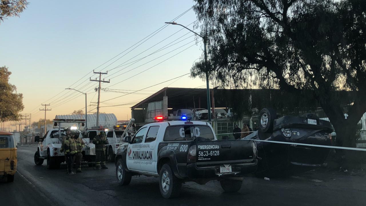 CIERRAN LA MÉXICO-TEXCOCO POR VOLCADURA DE UNA CAMIONETA