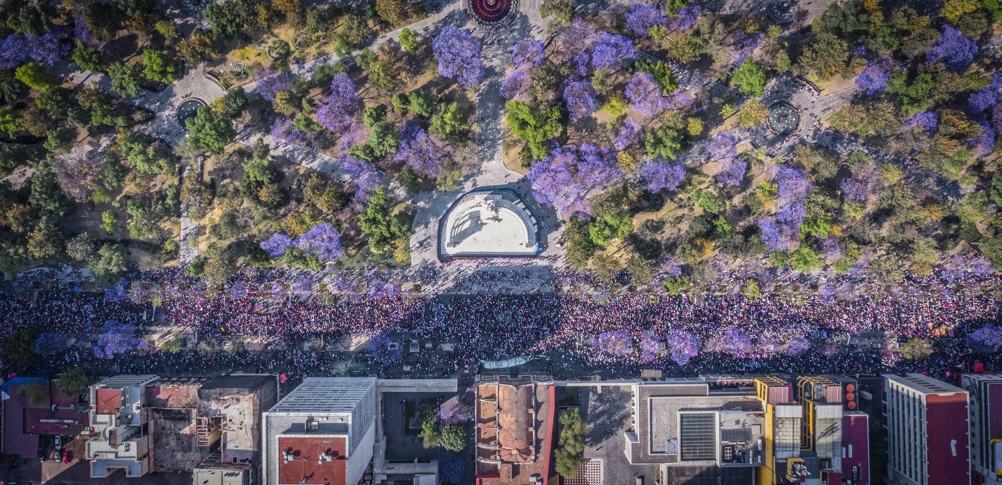 LA MARCHA DEL 8 DE MARZO VISTA DESDE EL DRONE DE SANTIAGO ARAU