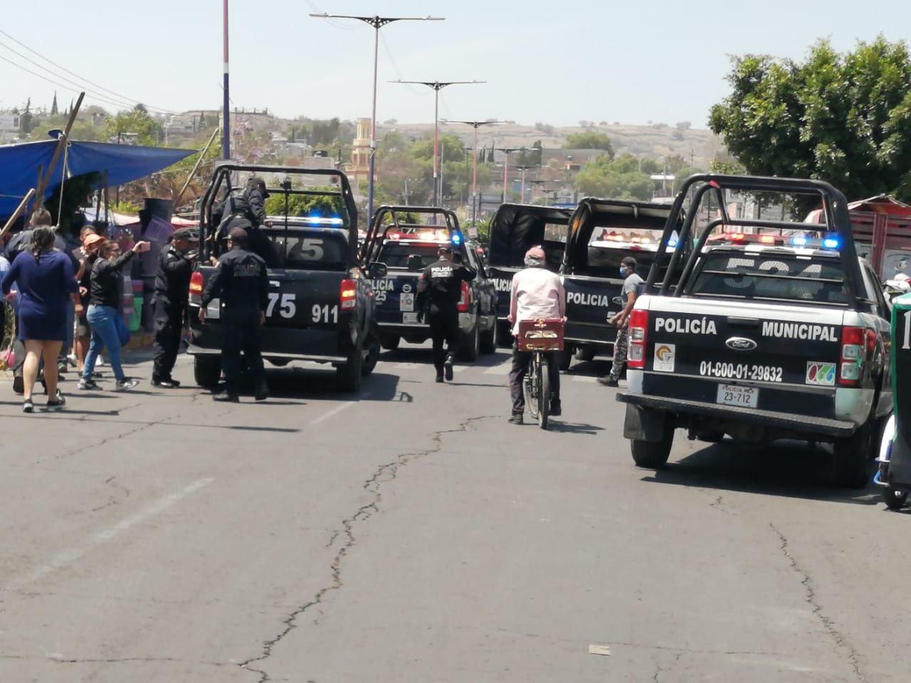 REPORTAN ENFRENTAMIENTO ENTRE COMERCIANTES Y POLICÍAS EN VALLE DE CHALCO