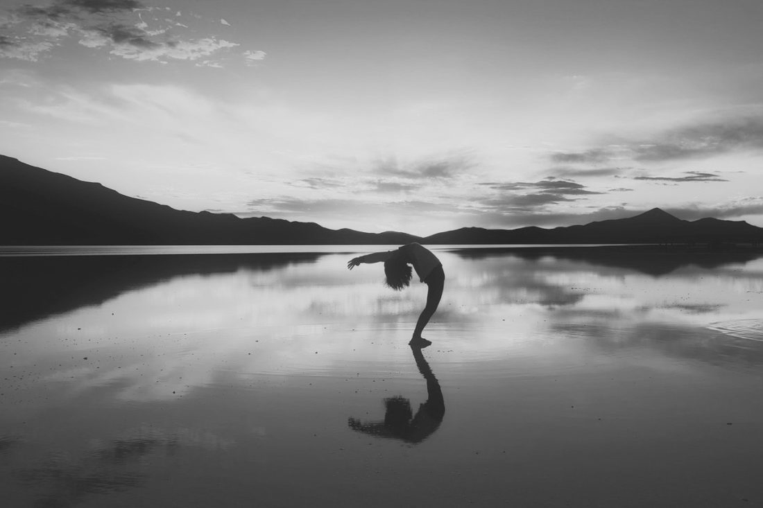 Āsana, meditare pienamente