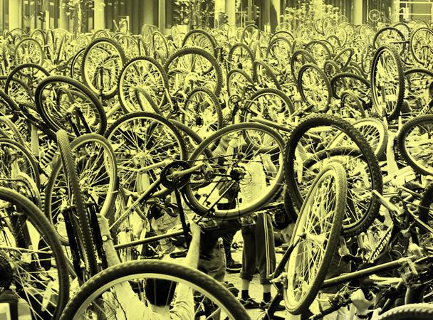 critical_mass_budapest-hold-up_bikelift_bikesalut-radpropaganda1