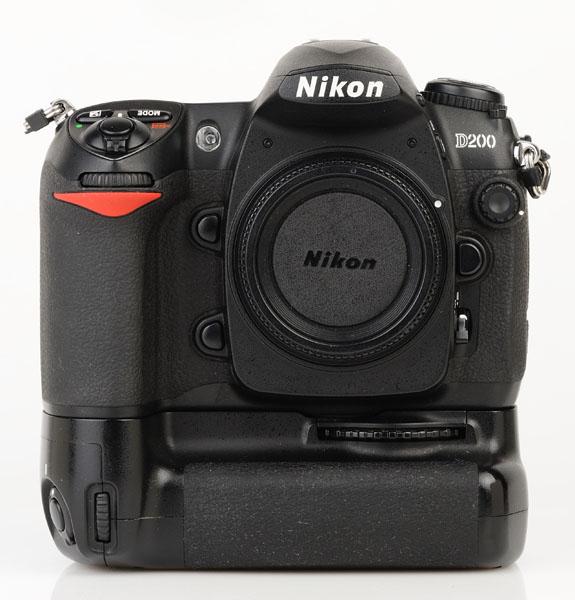 Nikon D200 cu grip MB-D200 front