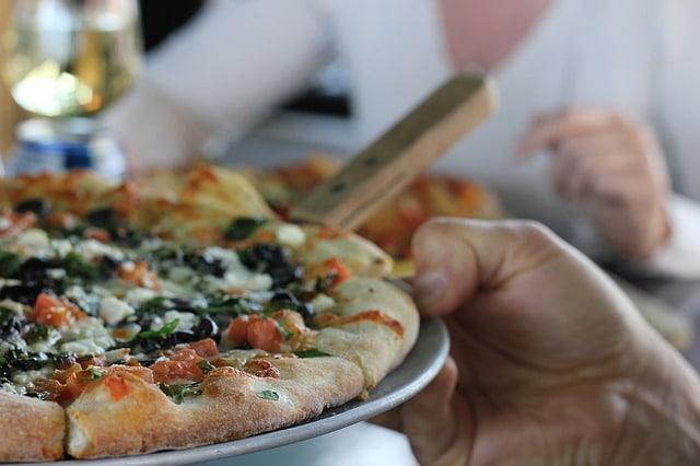 Enjoy a Slice at Sun Valley Pizza