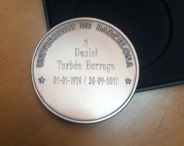 Daniel Turbón, profesor emérito de la UB - medalla nombramiento