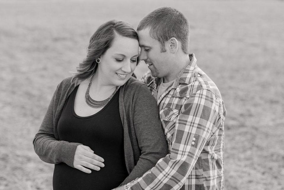 Rustic maternity photos | Red Deer Photographers |