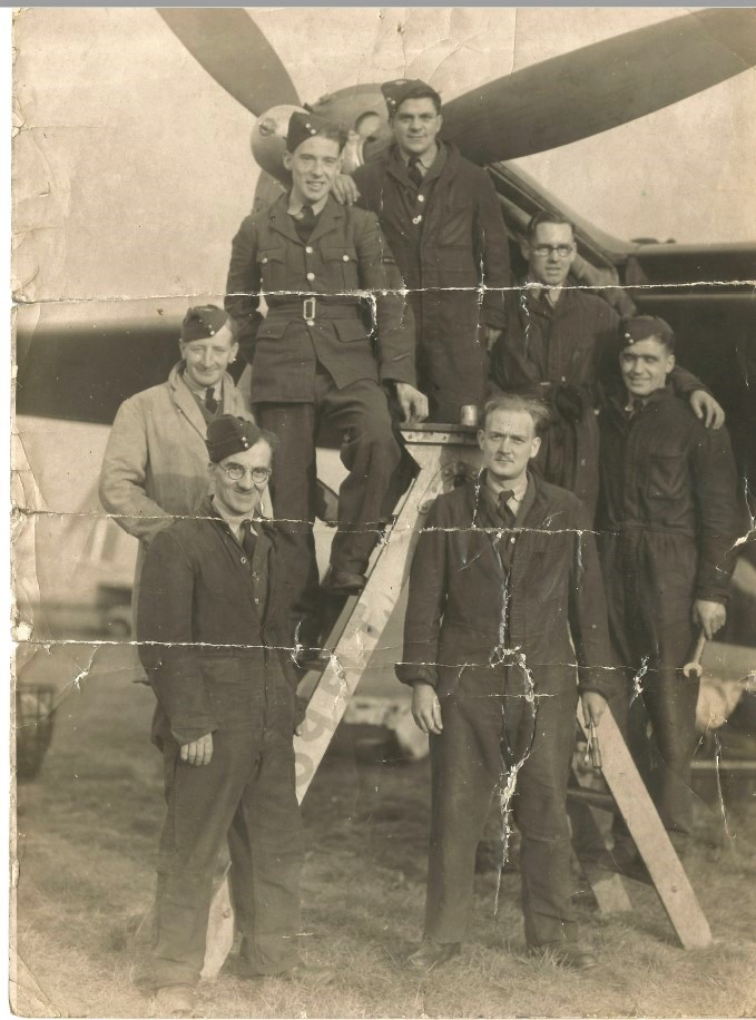 Maintenance Crew and a Mossie