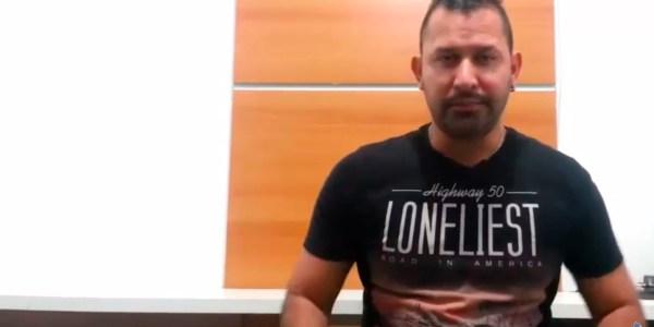 Rafael explicando a diferença entre site e blog