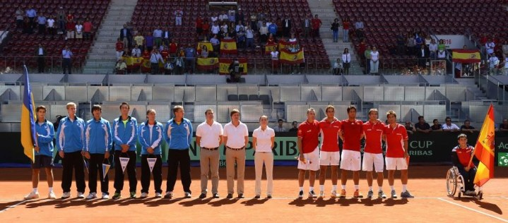 Rafael Nadal beats Sergiy Stakhovsky 60 60 64 Davis Cup (16)
