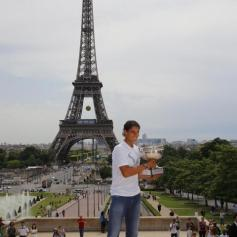 Rafael Nadal celebrates French Open win with Eiffel Tower photo shoot (2)
