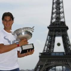 Rafael Nadal celebrates French Open win with Eiffel Tower photo shoot (3)
